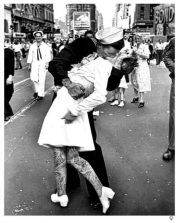 VJ-Day-Kiss-Tattoo-Large-BW-24x30-600x750